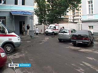 """Парковка для скорой помощи превратилась в """"именную"""" стоянку для ВГМА"""