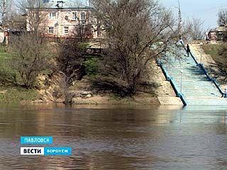 Павловск в нескольких метрах от катастрофы - берег Дона может уйти под воду
