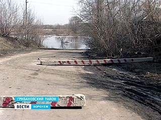 """Паводок оставил в """"заложниках"""" 150 жителей села Власовка в Грибановском районе"""