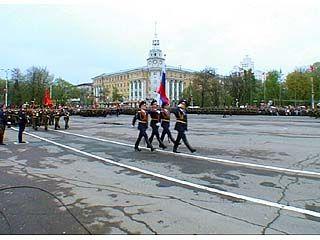 Перед воронежцами торжественным маршем прошли воинские подразделения