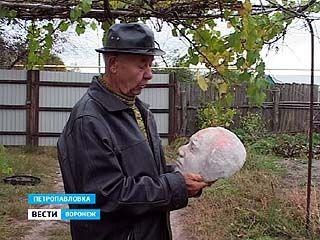 Петропавловский художник уже много лет делает гипсовые статуэтки для всех желающих