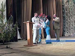 По примеру Воронежа в Лисках провели благотворительный бал