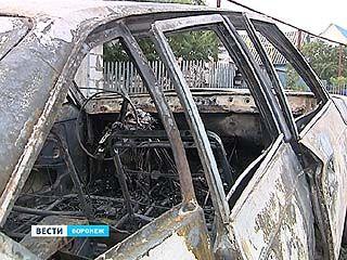 Поджигатели - уже в пригороде: в Малышево очередной сгоревший автомобиль
