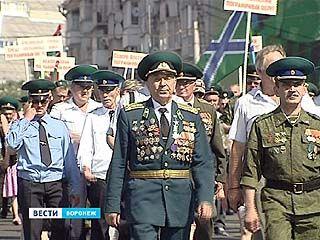 Пограничники совершили марш-бросок по знаковым местам - в честь своего праздника