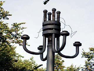Похитители лампочек оставили без света сквер за зданием областного правительства