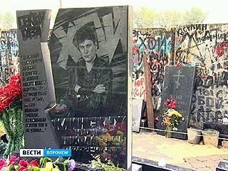 """Поклонники """"Сектора газа"""" восстановили надгробие солисту группы"""