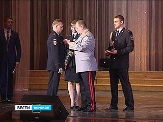 Полицейские принимали поздравления с профессиональным праздником