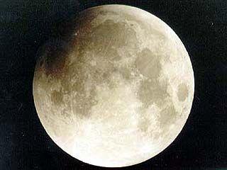 Полное лунное затмение могли наблюдать жители запада России