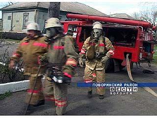 Поворинские пожарные провели учения в песковском доме престарелых