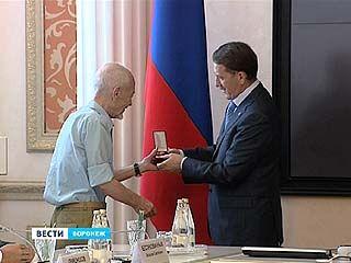 Поздравления от Алексея Гордеева с Днём радио принимали те, кого узнают по голосу