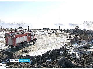 Пожарные почти сутки боролись с возгоранием на свалке в районе поселка Масловка