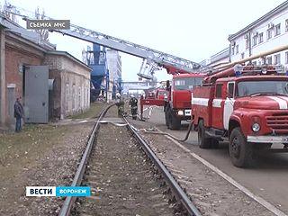 Пожарные тренировались устранять техногенную аварию на Вагоноремонтном заводе