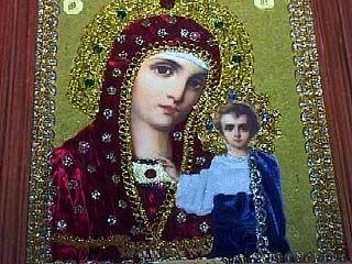 Православные христиане отмечают день Казанской иконы Божией матери