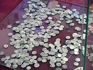 Предприниматель передал в дар музею монеты