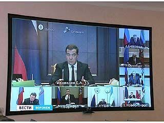 Премьер-министр Дмитрий Медведев провел с главами регионов видео-конференцию
