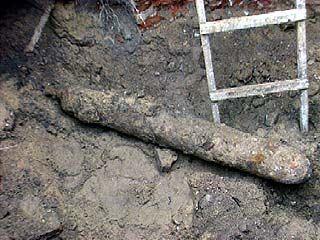 При прокладке труб обнаружены 3 объекта, похожие на авиабомбы