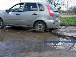 Прокуратура потребовала привести дороги Калача в порядок