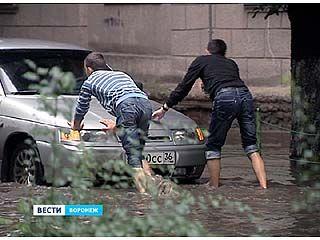 Прошедший ливень спровоцировал в Воронеже настоящий потоп