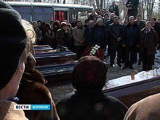 Проститься с погибшими лётчиками пришли тысячи воронежцев