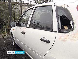 Пьяный угонщик разбил 12 автомобилей на стоянке салона, пока пытался украсть машину