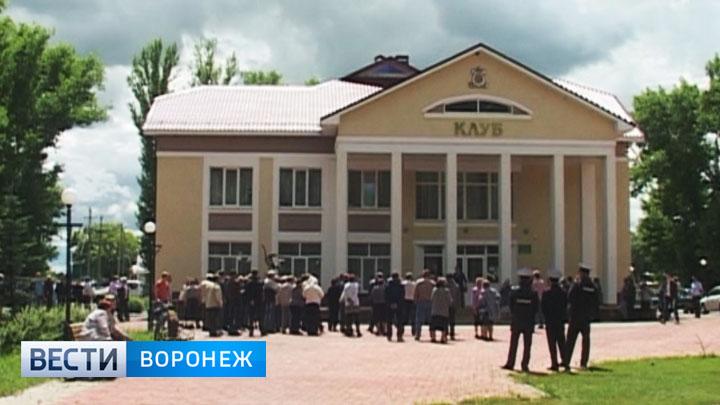 Жители воронежского села митингуют и требуют отставки главы села