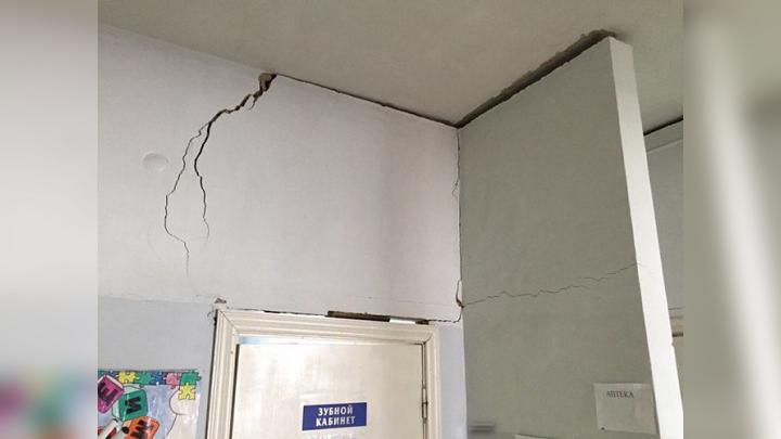 Жители воронежского села: «Стена в местной амбулатории вот-вот рухнет на пациентов»