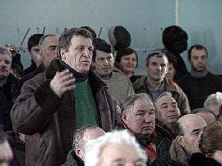 Рабочие экскаваторного завода провели очередную акцию протеста