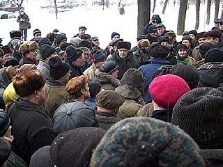 Рабочие экскаваторного завода выразили недоверие профсоюзному комитету