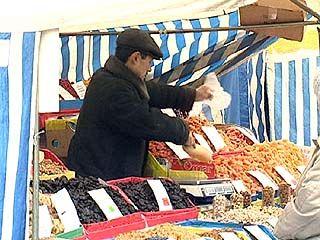 Работу иностранцев на рынках области проверяют сотрудники милиции