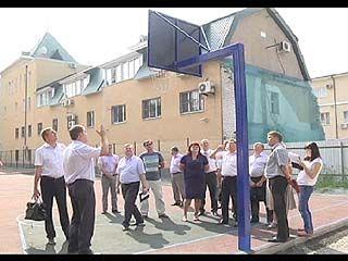 Работы на спортивных школьных площадках выполнены с грубыми нарушениями