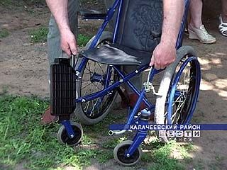 Ребятам с ограниченными возможностями подарили инвалидные коляски