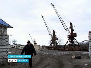 Руководитель Лискинского порта потратил зарплату сотрудников на строительство ресторана