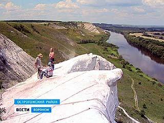 Рядом с селом Сторожевое проходят соревнования по технике горного туризма