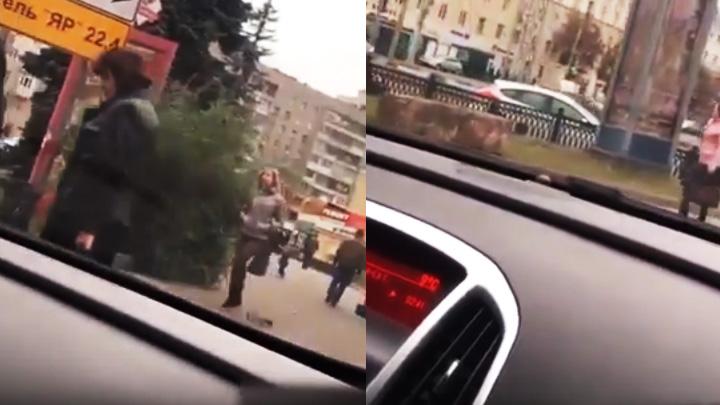 В Воронеже автохам похвастался в сети видео, как проехался по тротуару в центре города