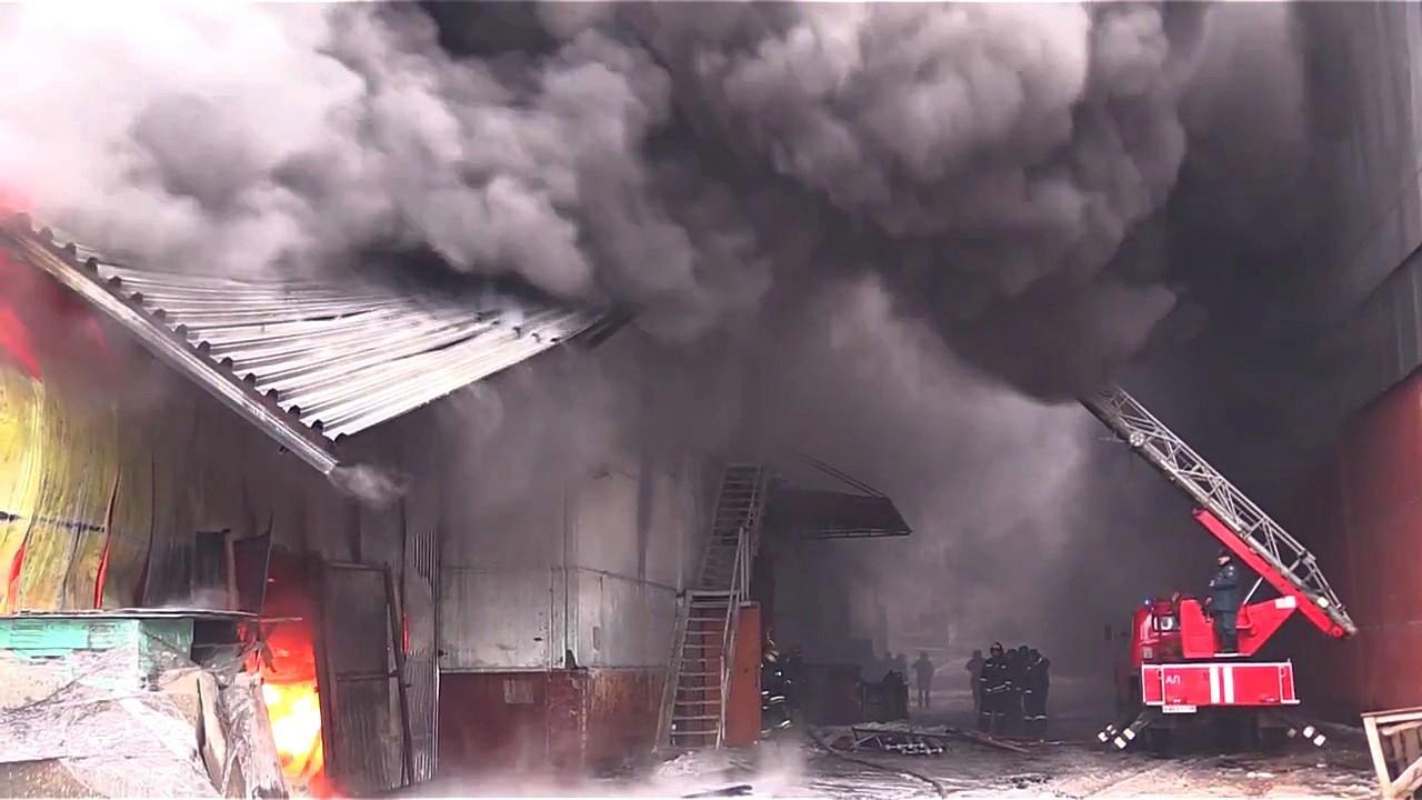 Спасатели ликвидировали пожар на складе в Воронеже