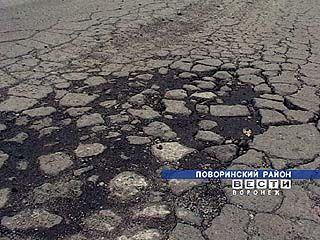 Самодуровцы борются с разрушением асфальтированной дороги