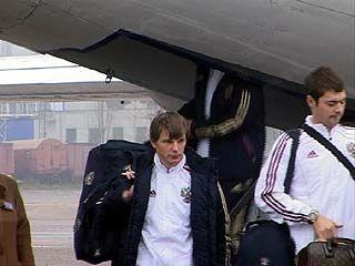 Самолет сборной России по футболу приземлился в аэропорту Воронежа
