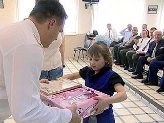 Семилетняя девочка побывала на профессиональном празднике пожарных