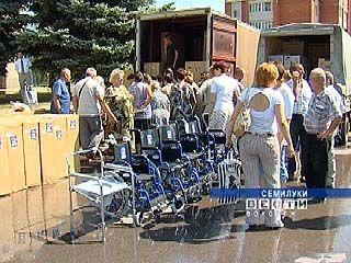 Семилукским инвалидам вручили средства реабилитации