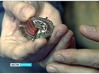 Семья из Воронежа пытается установить личность одного из кавалеров Ордена Красного Знамени