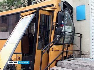 Серьезная авария с участием пассажирского автобуса произошла в Воронеже