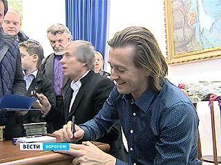 Сергей Безруков в роли Есенина выступил в Воронеже