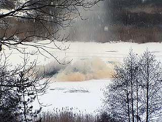 Сильный взрыв прогремел на одном из водоемов под Воронежем