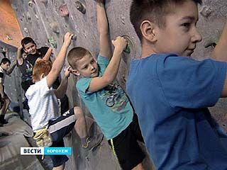 Скалолазы через опасные переходы областного первенства пробирались к российскому