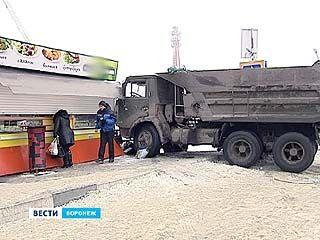 Снова два сбитых пешехода. На остановке в Шилово произошло крупное ДТП