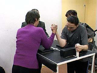 Соревнования по армреслингу прошли в реабилитационном центре