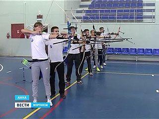 Соревнования по стрельбе из лука собрали спортсменов из разных городов в Анне