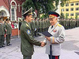 Состоялась церемония вручения дипломов молодым военным