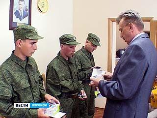 Сотню мобильных телефонов вручили призывникам Воронежской области