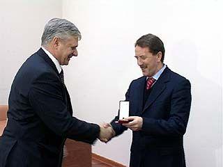 Сотрудники ФСБ поздравления принимают только раз в году